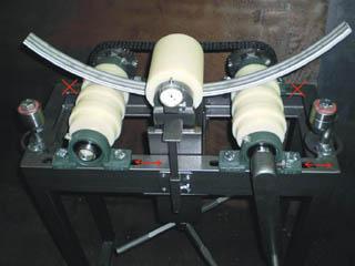 Профилегибочный станок с перекашиваемыми фторопластовыми роликами