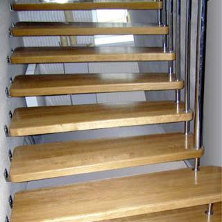 Лестница на больцах