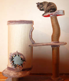 Домик-дупло для кошки со столбом из сука дерева