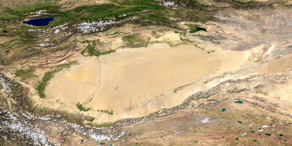 Спутниковый снимок Таримской котловины с пустыней Такла-Макан