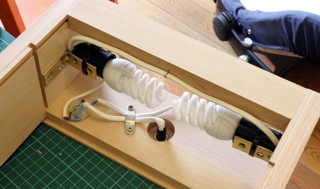 Устройство подсветки рамного стеллажа для рассады