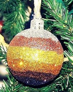 Самодельный елочный шар с блестками