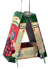 Кормушка-домик из пакетов от сока