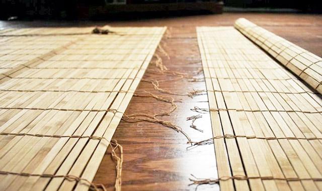 Изготовление рулонных жалюзи из бамбука