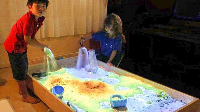 Домашняя песочница с цветным песком