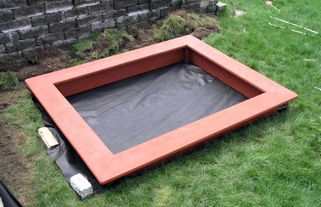Изоляция песочницы от грунта