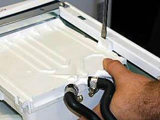 Отжимание защелки в стиральной машине стальной отверткой