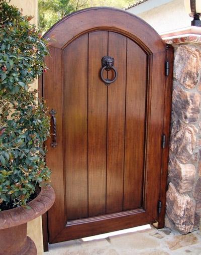 Щитовая деревянная калитка