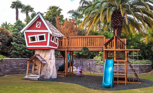 Роскошная детская игровая площадка