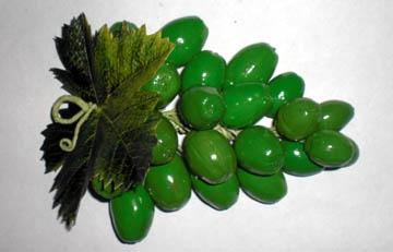 Виноградная гроздь из желудей
