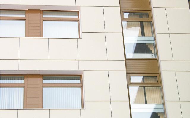 Облицовка фасада здания металлическими композитными панелями