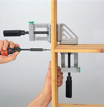 Сборка мебели с помощью угловых струбцин