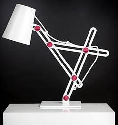 Настольная лампа на сложном шарнире