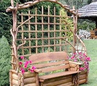 Рустикальная пергола со скамьей