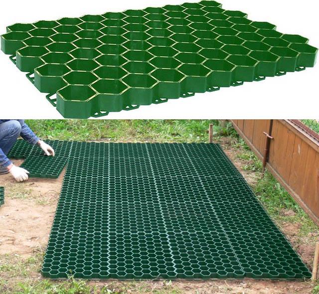 Плита для садовой дорожки-газона и способ ее монтажа