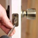Врезка замка в межкомнатную дверь: механизмы и виды, порядок установки, инструменты и нюансы