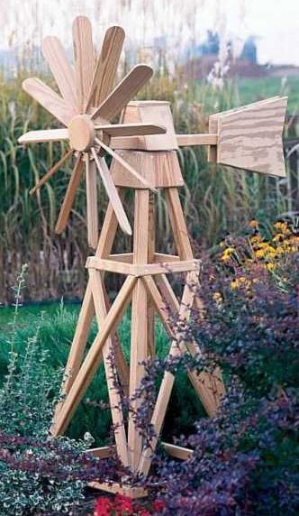 Модель тихоходной ветросиловой установки на клумбе