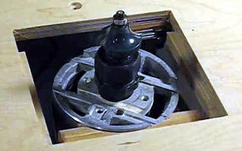 Установка привода самодельного фрезерного станка по дереву в опорную плиту