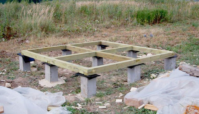 Столбчатый фундамент сарая