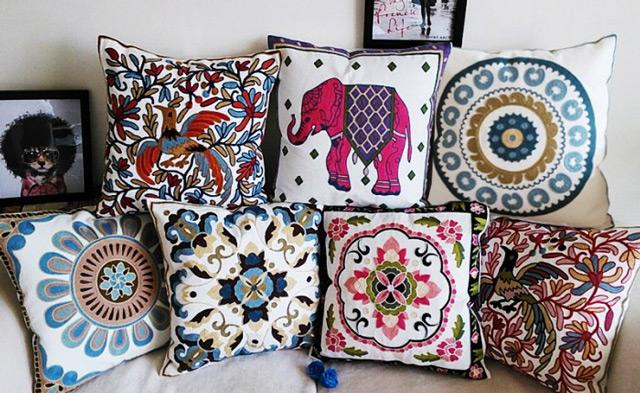 Вышитые декоративные подушки