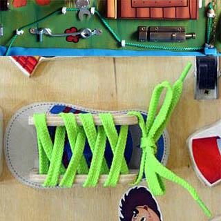 Неправильное исполнение шнуровок для бизиборда