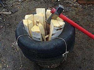 Опасный способ ручной колки дров