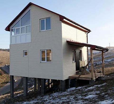 Дом из СИП на склоне
