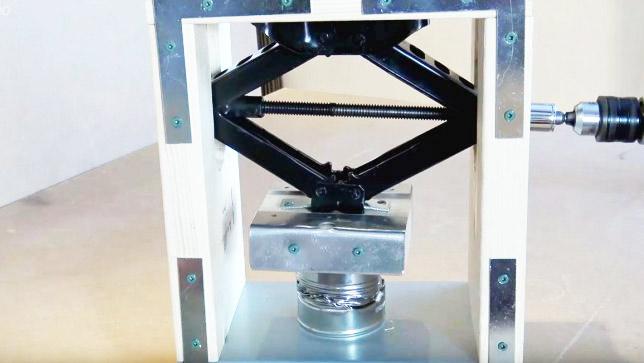 Самодельный механический пресс с электроприводом из винтового ромбического домкрата